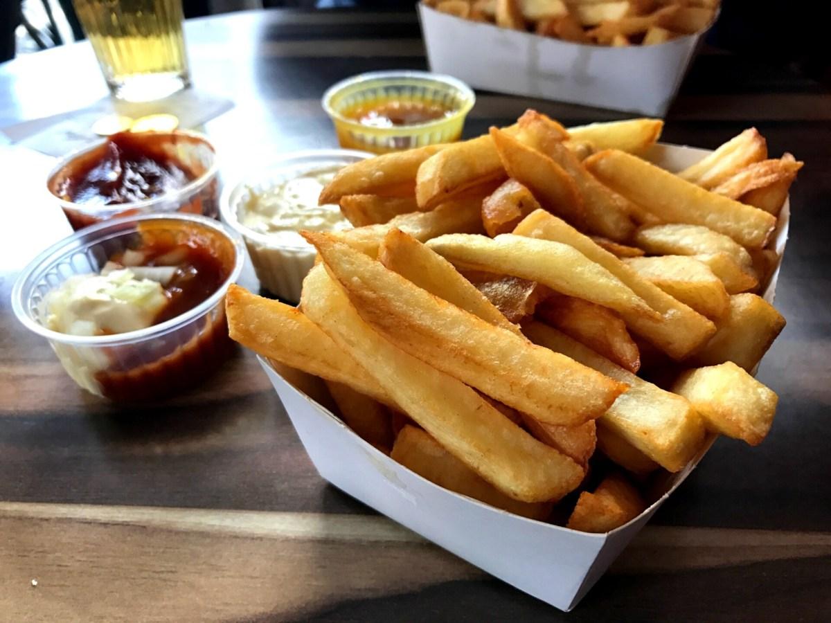 Hos Maison Antoine spiser du Bruxelles bedste pommes frites