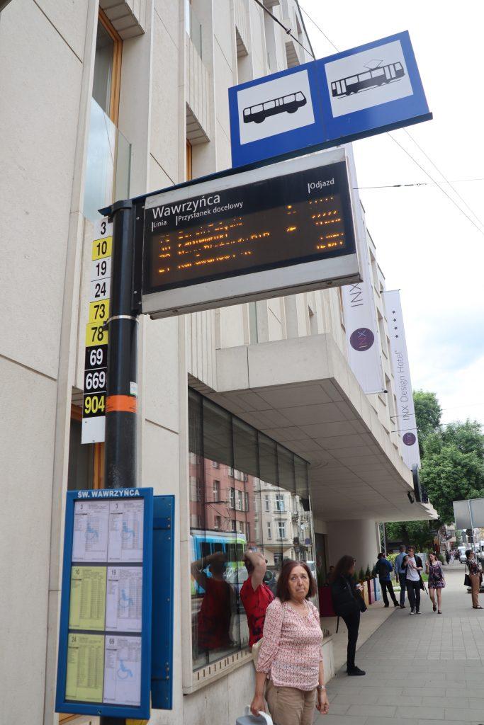 Bus og sporvogn stoppested i Krakow