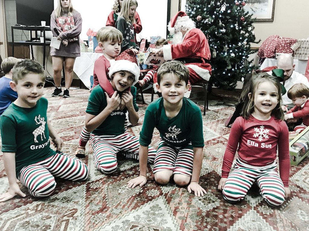 Christmas pajamas for the littles // Sibling matching PJs