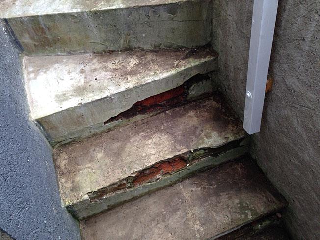 Aufgeplatzte Treppenstufen