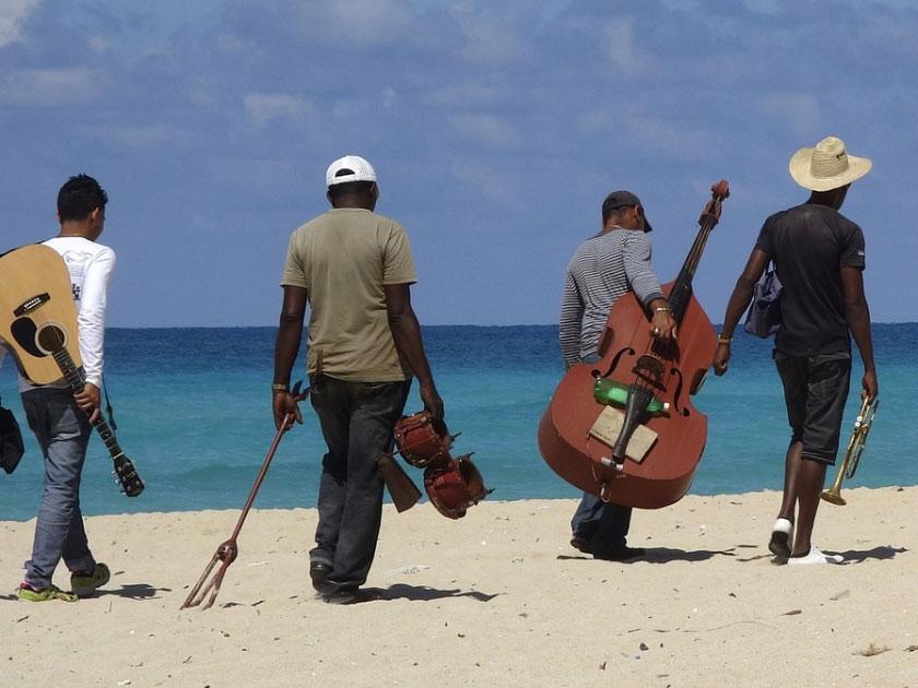 Dansacuba musiciens sur la plage