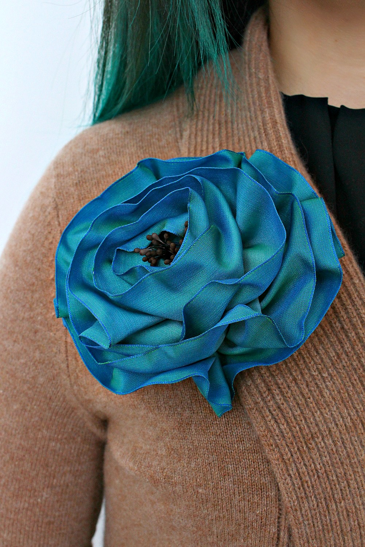 DIY Ribbon Brooch | 15 Beautiful Handmade Mother's Day Gift Ideas
