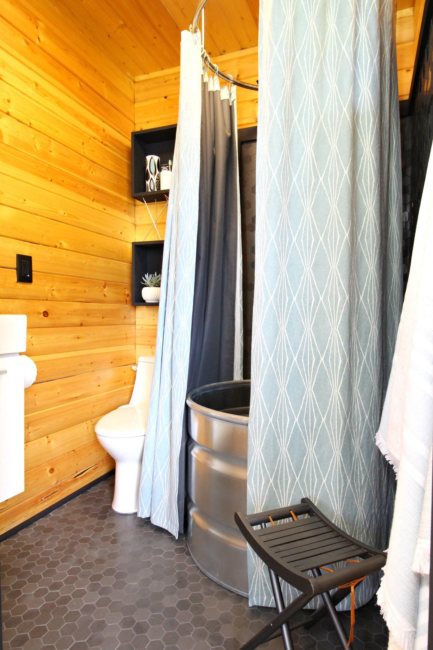 Learn How to Make a DIY Stock Tank Shower Using a Stock Tank from Tarter USA #stocktank #diy #bunkie #bunkiebathroom #diyhomedecor