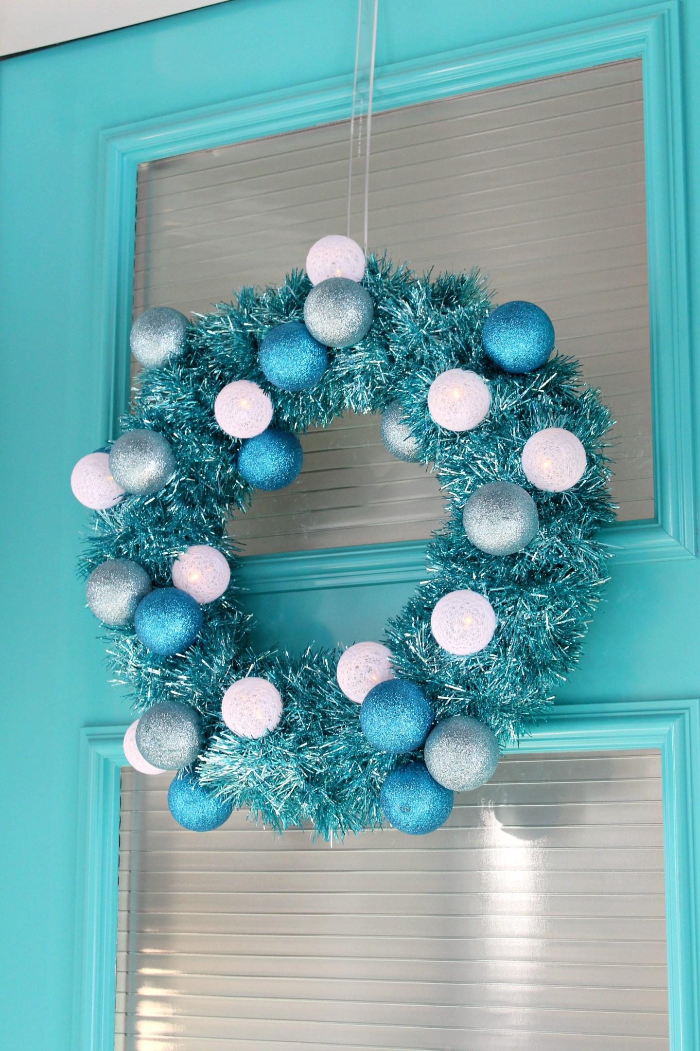 DIY Tinsel Wreath with Retro Vibes #diychristmas #tinsel #tinselwreath #retrochristmas