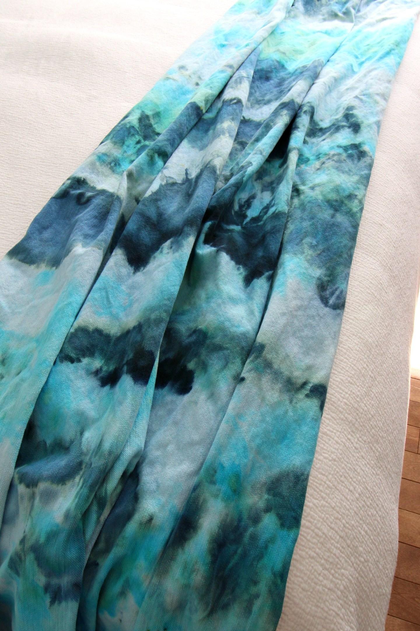 Beachy DIY Ice Dye Throw Blanket | How to Ice Dye