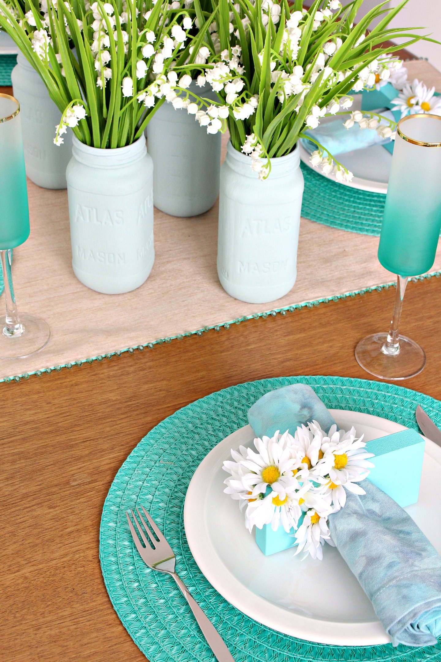 Easy Spring Tablescape + Dining Room Decor
