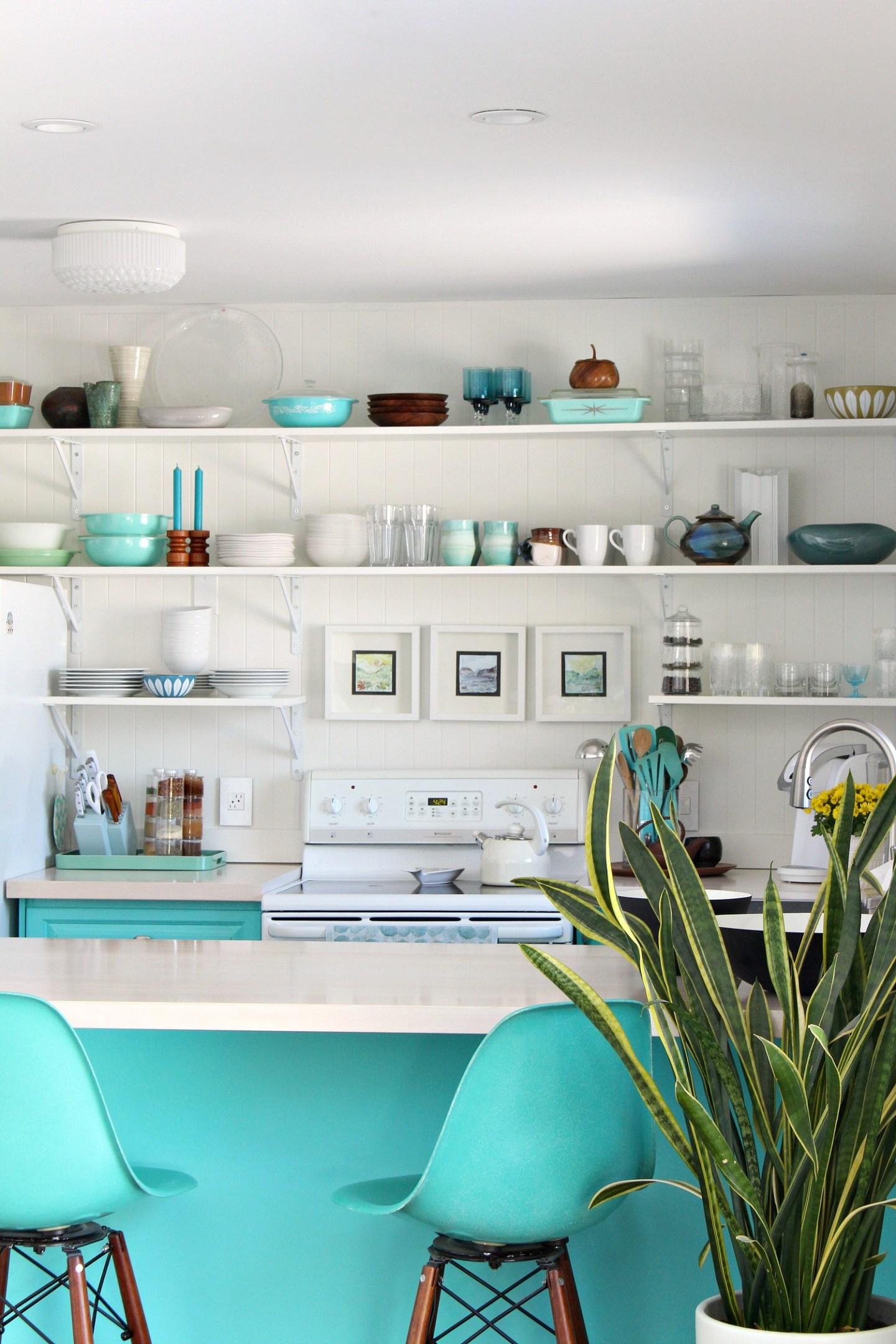 Easy Open Shelving Idea for the Kitchen. Kitchen Open Shelving Ideas and Kitchen Open Shelving DIY. #openshelving