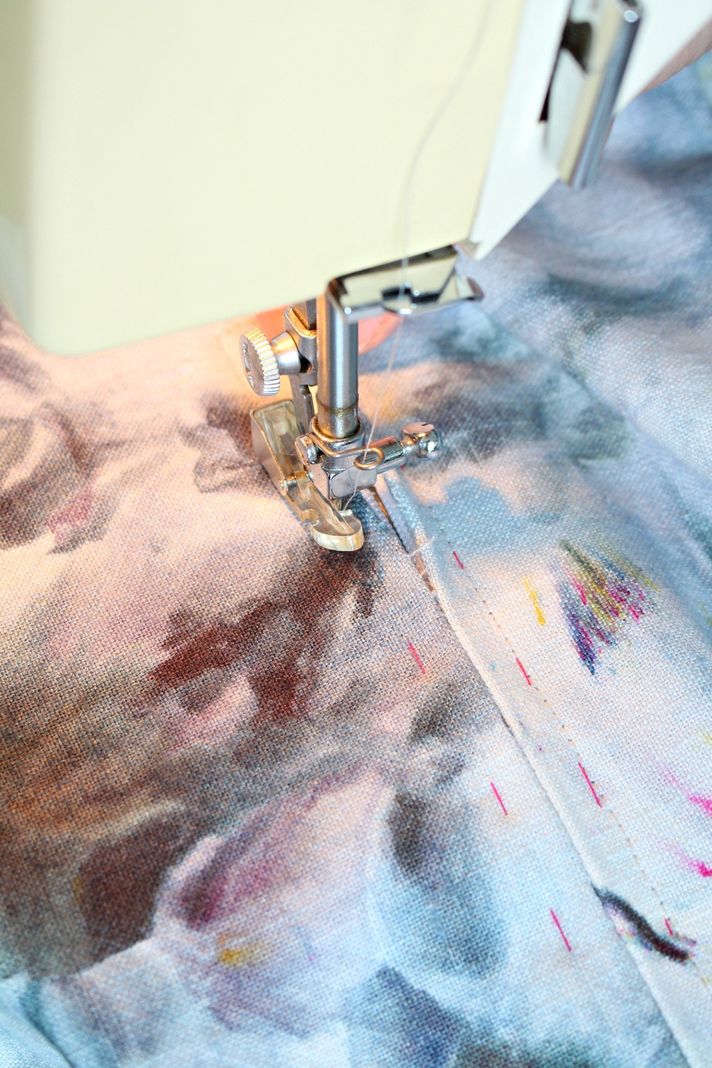 tips for sewing around a zipper