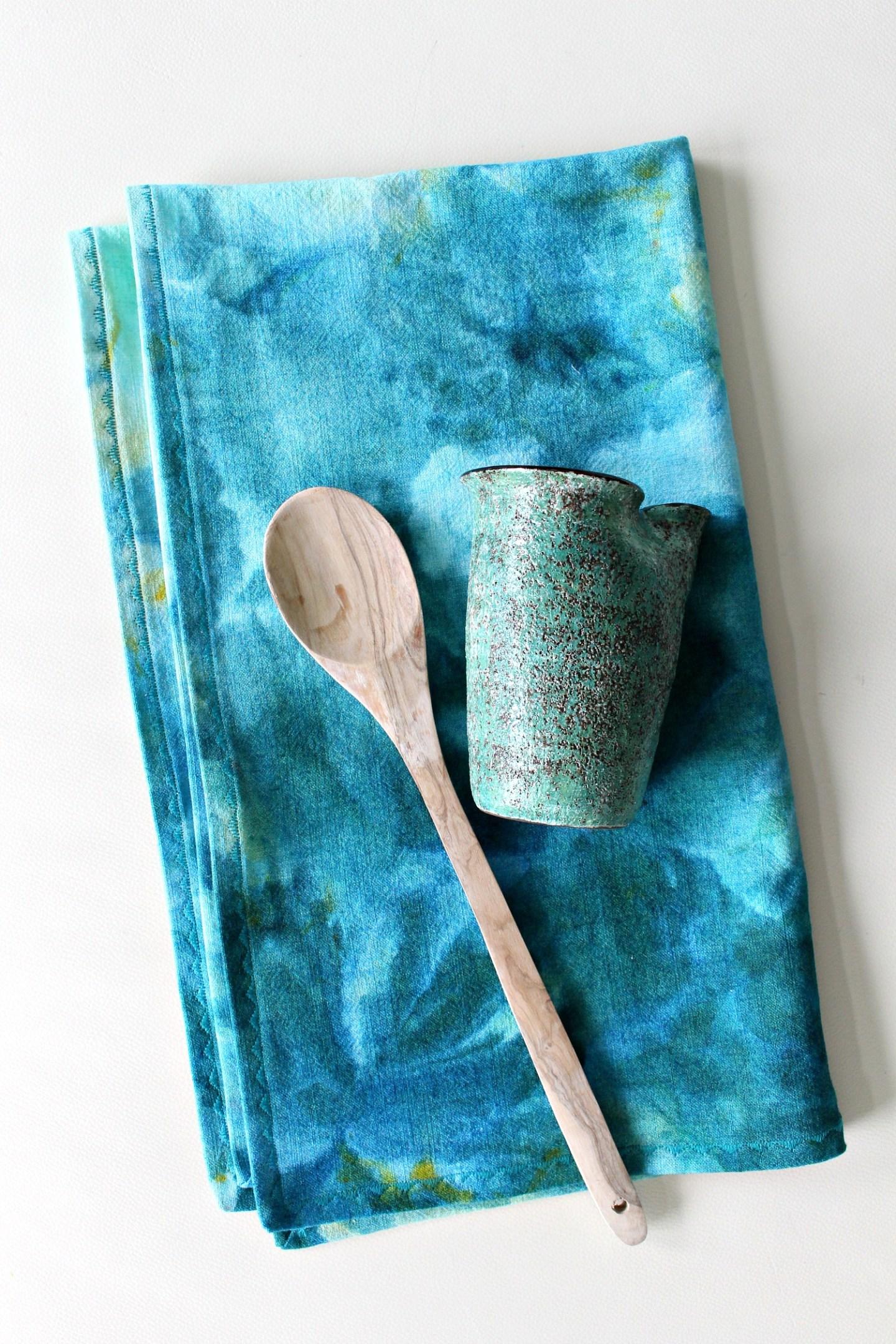 DIY Tea Towel | 15 Beautiful Handmade Mother's Day Gift Ideas