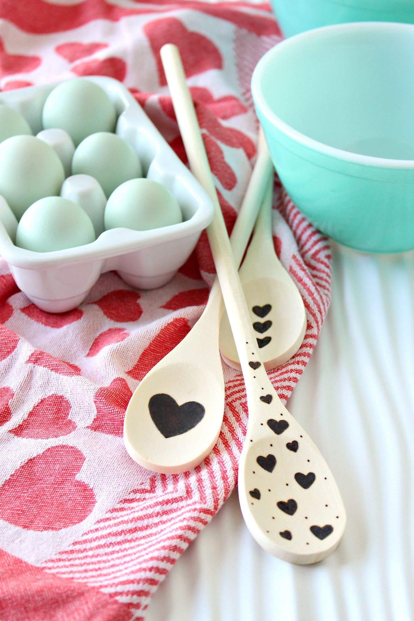 DIY Wood Burned Spoon | Easy DIY Valentine's Day Gift Idea