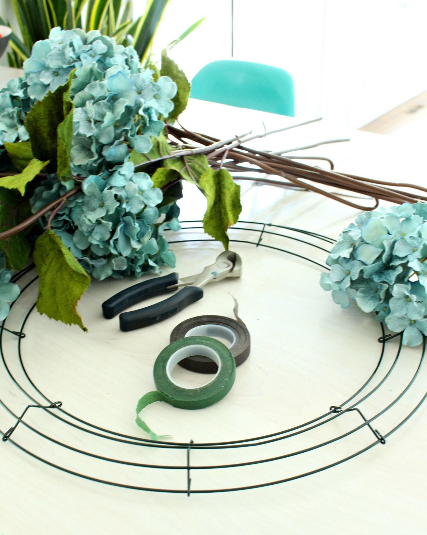 Easy DIY Hydrangea Wreath | How to Make a Hydrangea Wreath for Summer