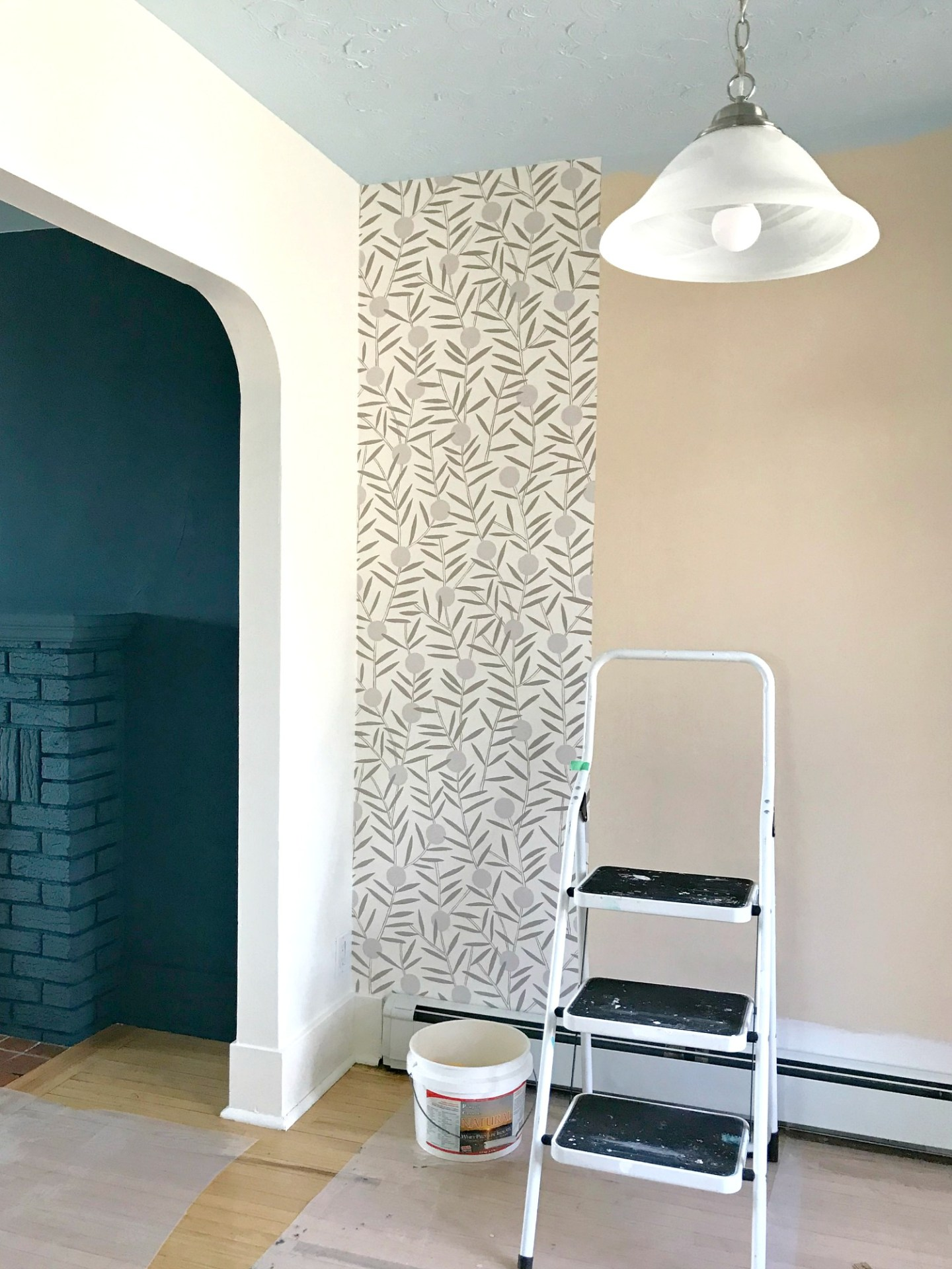 How to Hang Non-Pasted Wallpaper