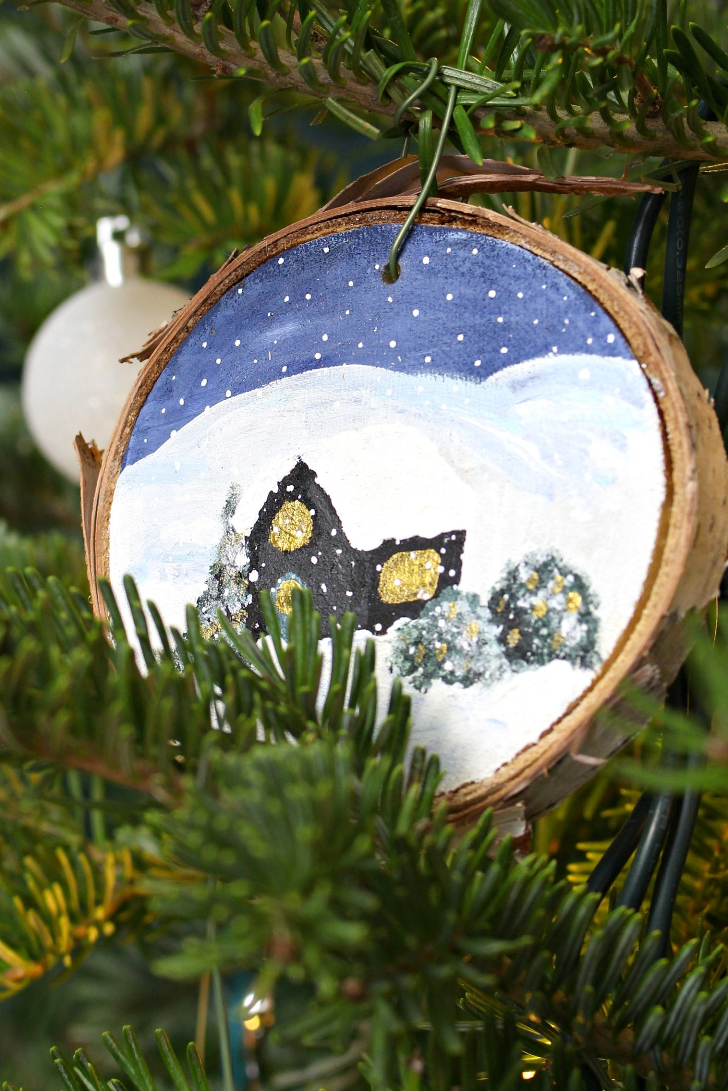 DIY Christmas Tree Ornament for the Cottage
