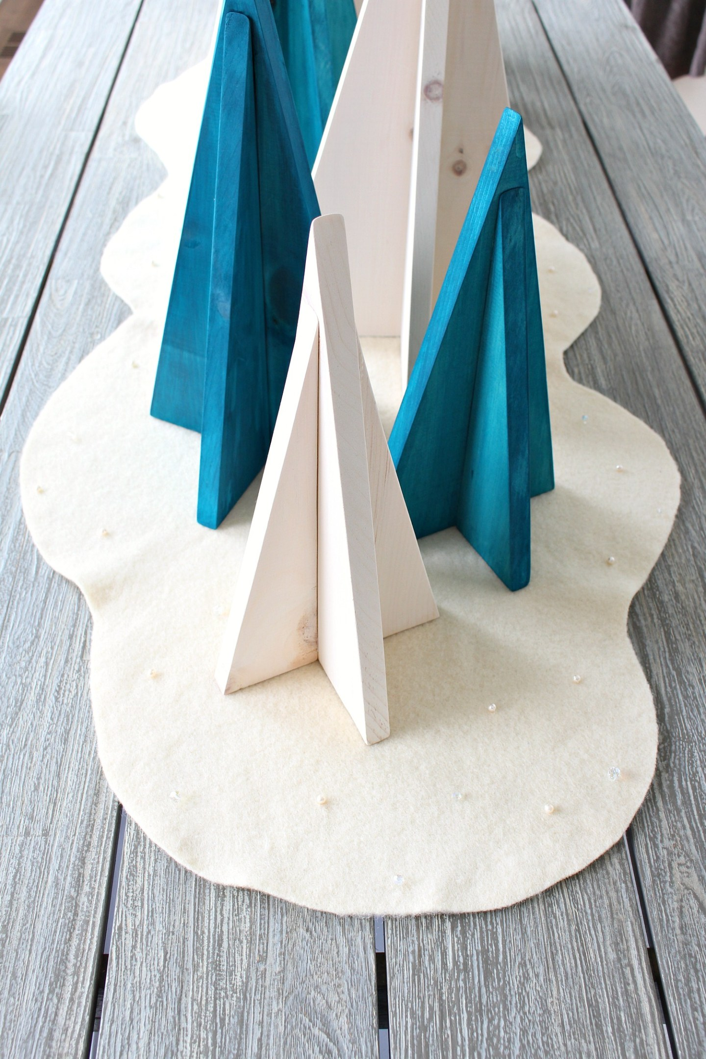 Easy DIY Felt Table Runner for Winter
