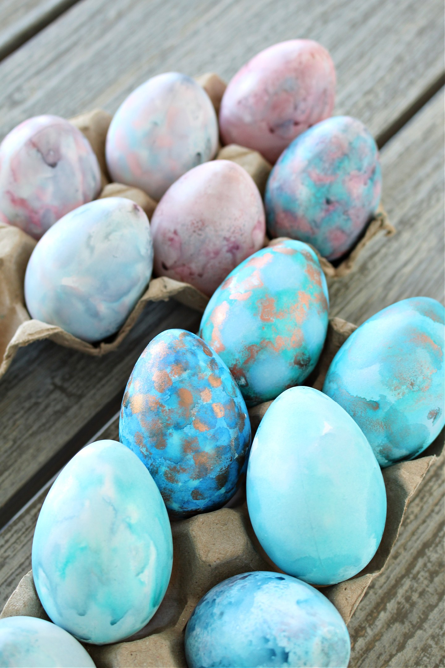 Pastel watercolor Easter eggs DIY