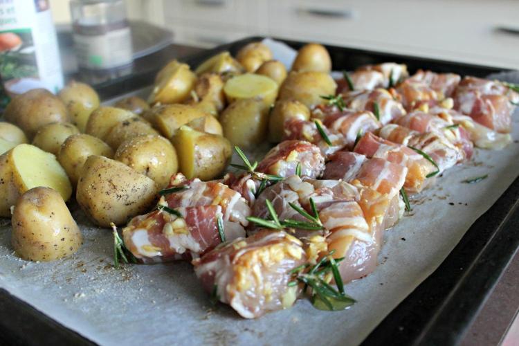 Une recette de poulet et de patates au four