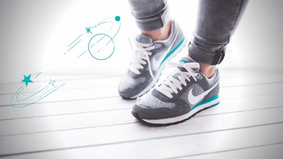 Stopy obute w buty marki Nike