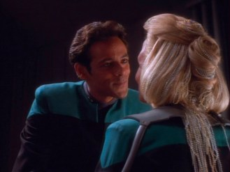"""""""Star Trek: DS9"""" - """"Dr. Bashir"""" falling in love with """"Melora"""""""