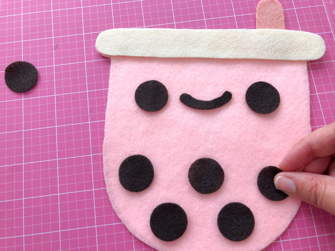 Felt Bubble Tea Banner Tutorial: Glue Bubble Tea face