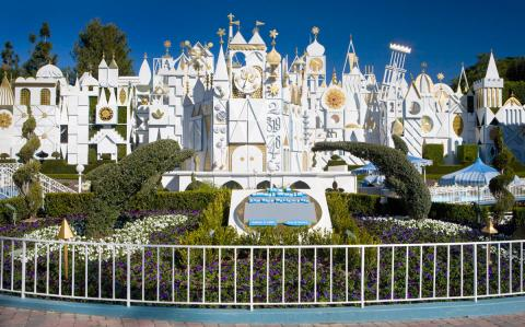 Image_its-a-small-world-DLR[1]