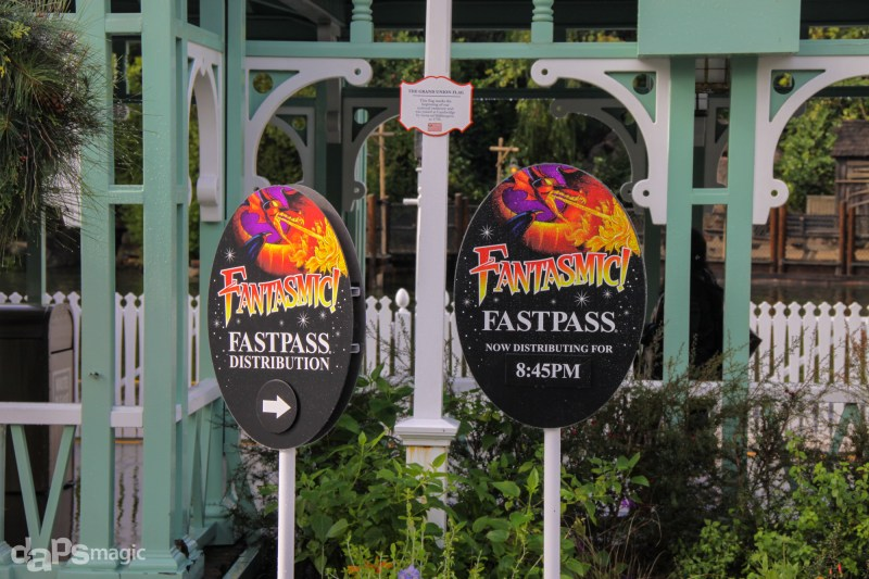 Fantasmic! Fastpass signs near the Mark Twain dock