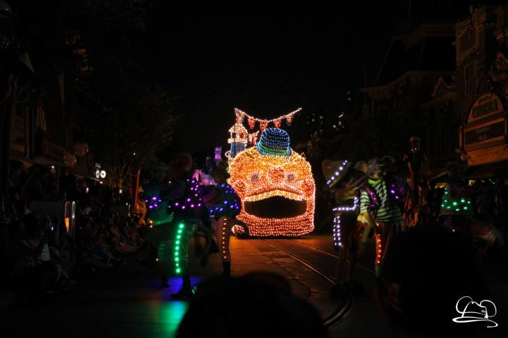 DisneylandMainStreetElectricalParade_45thAnniversary-56
