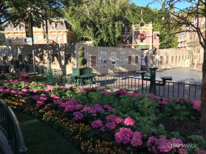 Disneyland Town Square Bricks With Walls Down in Spring-15