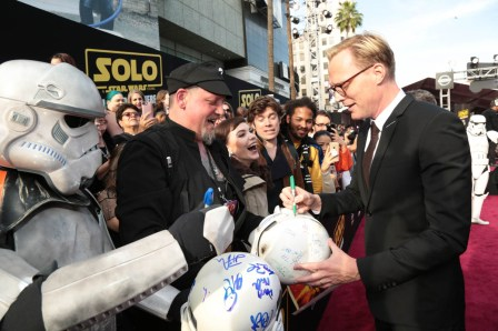 "Paul Bettany signs autographs for fans at the world premiere of ""Solo: A Star Wars Story"" in Hollywood on May 10, 2018. (Photo: Alex J. Berliner/ABImages)"