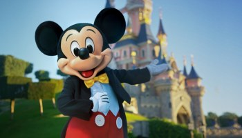 Mickey Mouse - Disneyland Paris - Featured Image
