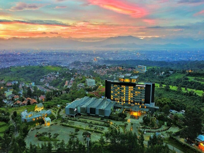 7 Tempat Wisata Bandung Yang Menarik
