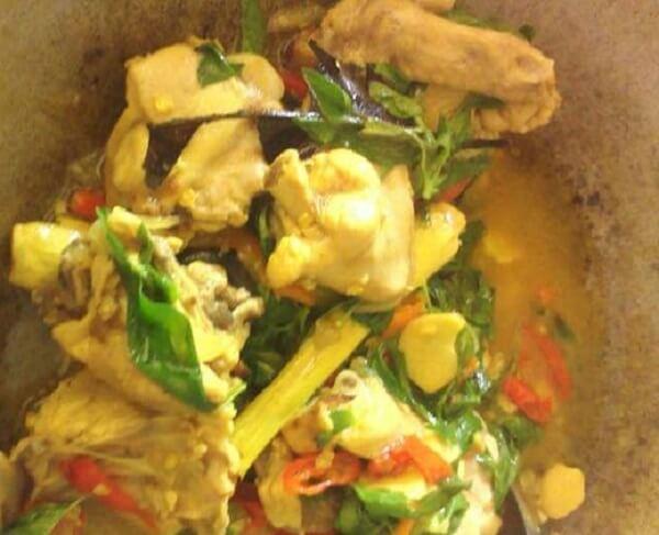 Resep Ayam Kemangi Bumbu Kuning