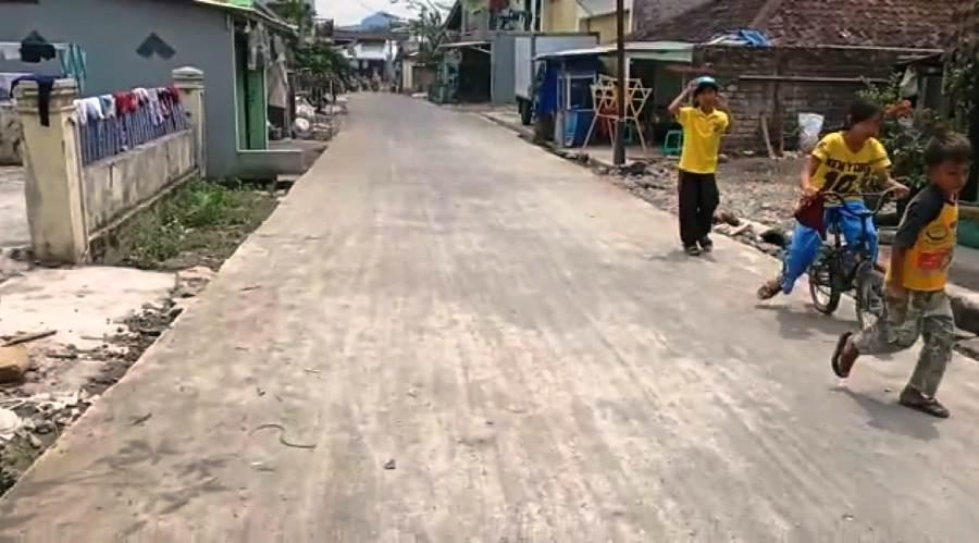 Jalan di Desa/Decamatan Pagelaran, Kabupaten Cianjur. Foto: dara.co.id/Purwanda