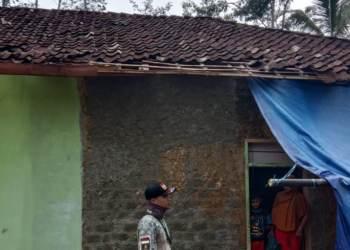 Salah satu rumah yang rusak diterjang angin puting beliung. Foto: BPBD Kabupaten Sukabumi