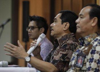 Kepala BNPT Suhardi Alius (tengah) memberikan keterangan pers, Jakarta, Jumat (7/2/2010). (CNN Indonesia)