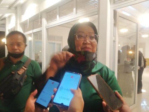 Ketua DPW PPP Jawa Barat Ade Munawaroh Yasin saat di wawancara awak media usai menyampaikan surat dukungan bagi pasangan BHS-M untuk maju di Pilkada Cianjur 2020.(Purwanda/dara.co.id)