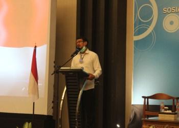 Wakil Bupati Garut, dr Helmi Budiman, saat memberikan pemaparan dihadapan peserta Sosialisasi Peraturan Perundang-undangan Bidang Pendidikan (Foto: Andre/dara.co.id)