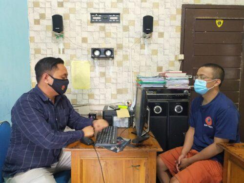 Tersangka tengah menjalani pemeriksaan di Unit Satnarkoba Polres Garut, Jalan Sudirman, Kabupaten Garut (Foto: Andre/dara.co.id)