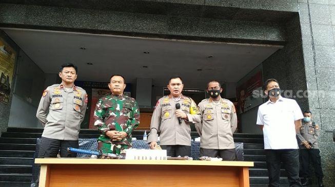 Polda Metro Jaya saat merilis kasus penyerangan diduga kelompok simpatisan Habib Rizieq Shihab. (Suara.com/M Yasir)