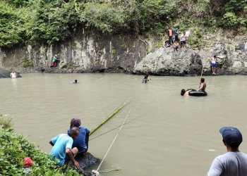 Tim SAR gabungan masih melakukan pencarian korban tenggelam di Sungai Cisokan, Sukaluyu (Foto: Purwanda/dara.co.id)