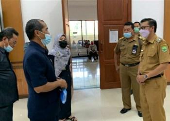 Bupati Subang, Agus Masykur saat di Pengadilan Agama (Foto: Yudi/dara.co.id)