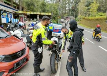 Kerap djadikan balapan liar, Satlantas Polres Subang Gelar Operasi di Tanjakan Emen, Kabuaten Subang, Jawa Barat. (Foto : yudi/dara.co.id)