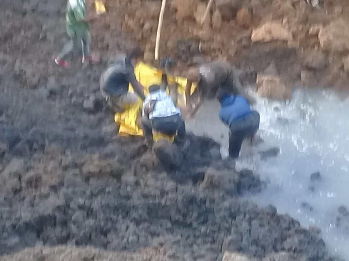 Empat orang tewas dalam musibah tanah longsor yang menerjang area galian pasir di Gunung Bubut (Foto: Istimewa)