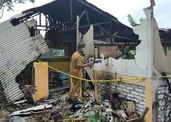 Bangunan semi permanen tempat belajar ngaji milik RS di Kampung Ciomas, Desa Dangiang, Kecamatan Cilawu, Kabupaten Garut luluh lantak dibakar massa (Foto: Andre/dara.co.id)