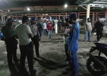 Petugas gabungan bersiap melakukan pencarian terkait tabrakan dua kapal nelayan di perairan Indramayu, Sabtu malam (3/4/2021), (Foto : istimewa)