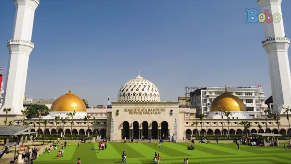 Masjid Raya Bandung (Foto: Youtube)