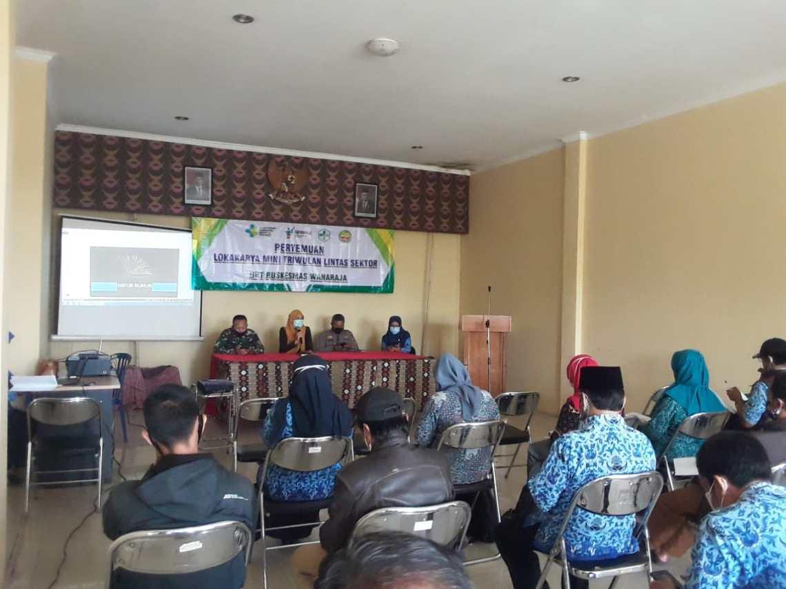 Camat Wanaraja, Mia Herlina membuka Lokakarya Mini Lintas Sektor (Foto: Andre/dara.co.id)