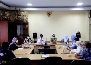Komisi V melakukan kunjungan kerja ke Dinkes Kabupaten Subang dalam rangka membahas serta mendapatkan informasi perihal rapat pembahasan Sanitasi Total Berbasis Masyarakat (STBM).(Foto: Humas DPRDJabar/Rizky Ramdhan)