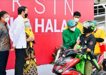 Presiden Jokowi melakukan peninjauan vaksinasi massal COVID-19 di RSUI Depok, Jabar, Rabu (09/06/2021) (Foto: BPMI Setpres/Muchlis Jr)