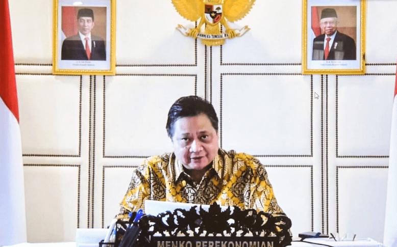 Menko Perekonomian Airlangga Hartarto memberikan keterangan pers usai mengikuti Rapat Terbatas mengenai Pinjaman KUR Pertanian melalui konferensi video, Senin (26/07/2021). (Foto: Humas Setkab/Agung)