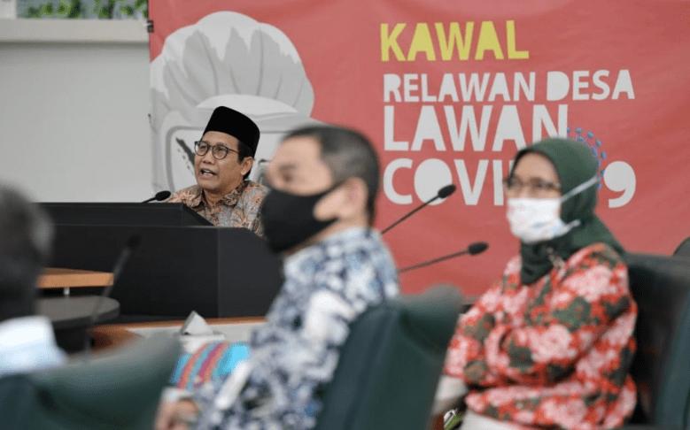Mendes PDTT Abdul Halim Iskandar saat memimpin rapat. (Foto: Kemendes PDTT)